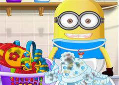 Миньон Стирает - Baby Minion Washing Clothes