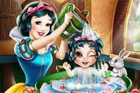 Белоснежка Купает Малышку - Snow White Baby Wash